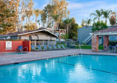Countrywood Apartment Homes sparkling pool and jacuzzi